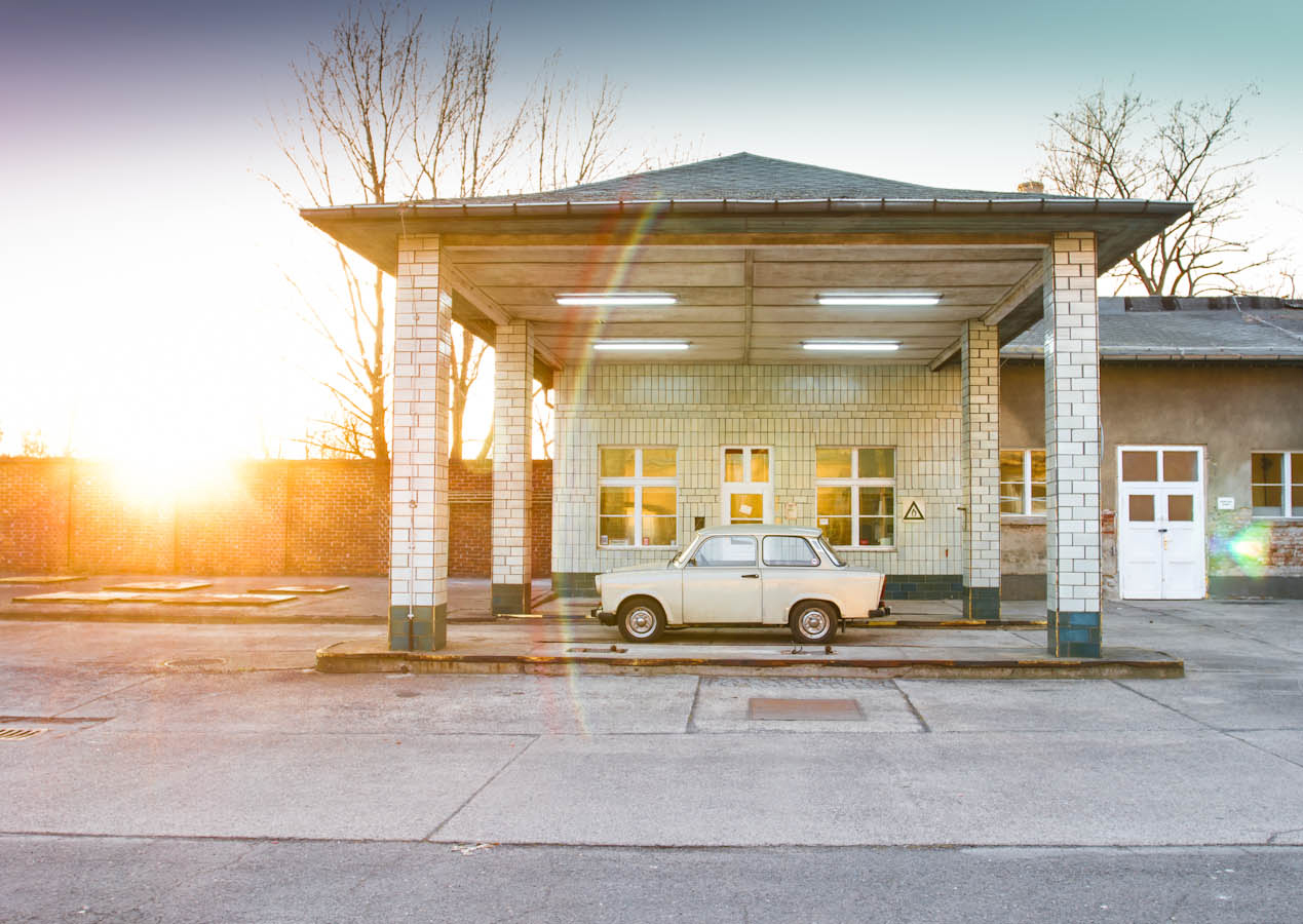 gas station<br><small>Tankstelle</small>