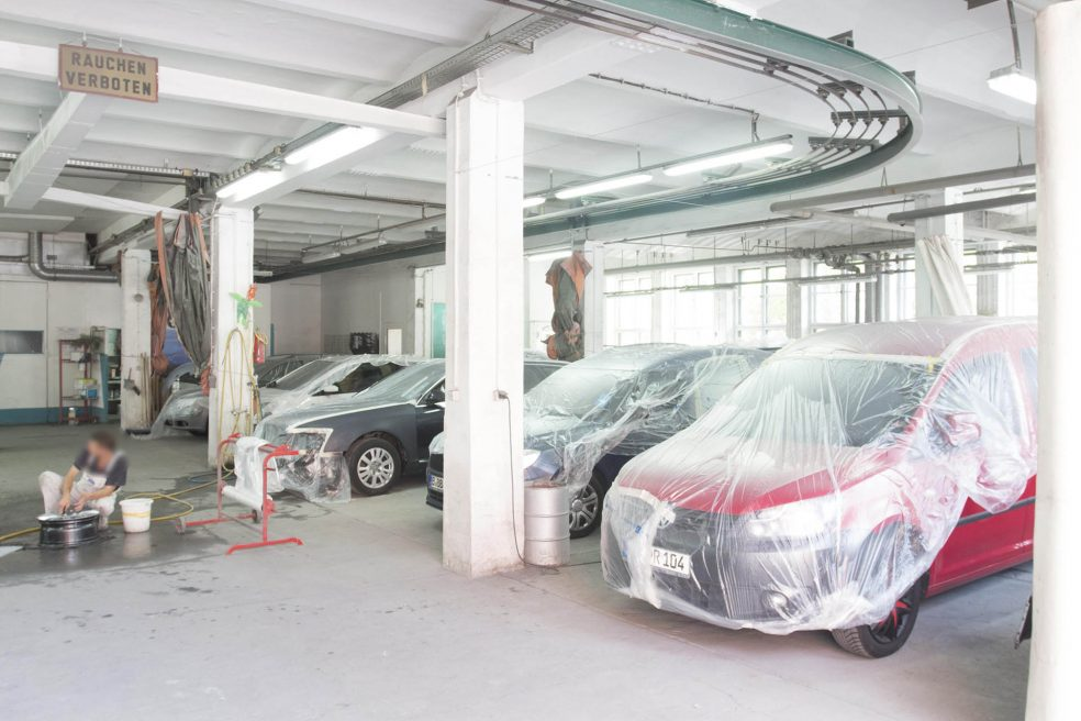 automotive paint shop<br><small>Autolackierung</small>